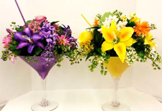Мастерица взяла в руки стеклянную вазу и немного цветов. Такого эффекта никто не ожидал…