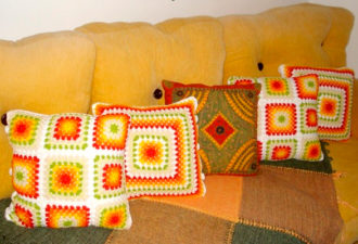 Яркие декоративные наволочки на подушки крючком