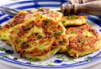 Творожные оладьи с сыром: простое и вкусное блюдо