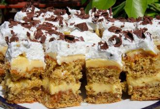 Нежный торт «Петре Роман» — это ореховые коржи с молочным кремом, карамелью и глазурью