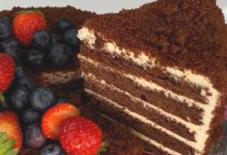 Торт «Медовик» шоколадный с кремом из сгущенки