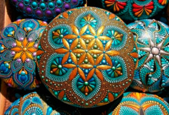 Точечная роспись на камнях: восхитительные идеи