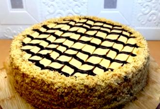 Нежнейший песочный торт с вареной сгущенкой и арахисом