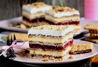 Пирожное из печенья с двумя видами крема